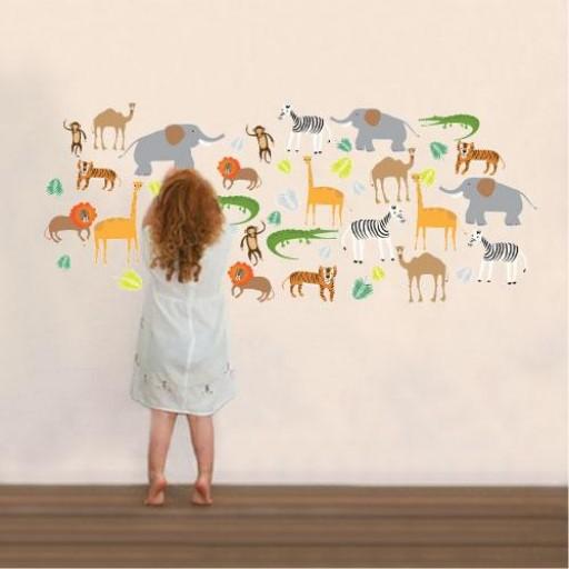 Girl-with-wall_animal.jpg